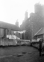 Rear of Hawkhill/Wallaces Pend (Dundee City Archives) Tags: old building green stone living photos dundee poor victorian housing washing slums 1918 conditions hawkhill victorianhousing victoriantenements