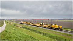25 april 2016 - Strukton 303008 - Elandweg, Dronten (EnricoSchreurs) Tags: netherlands train canon eos track nederland railway zug april dronten flevoland trein spoor 6d 2016 hanzelijn strukton g1206 303008 vernieuwingstrein