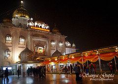 Gurudwara Bangla Sahib at night........ (sanyagupta09) Tags: night lights niceshot nightlights outdoor nightview gurudwara photooftheday travelphotography sonyalpha