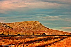 Sierra , sombras , atardecer ,otoo. (Aprehendiz-Ana La) Tags: sunset naturaleza luz nature argentina digital rural nikon flickr paisaje cielo nubes otoo alegria fotografa balcarce aprehendiz analialarroude sistemadeventaniaydetandilia