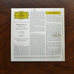 Backside Mozart - Sinfonie Symphony No.29 KV201 - RIAS SO Berlin, Ferenc Fricsay, DGG LPE 17 187 Mono, 10 inch, 1959 (Piano Piano!) Tags: 10inch ferencfricsay 12discdisquerecordalbumlplangspeelplaatgramophoneschallplattevynilvinylsleevegrammofoon coveralbumplaatarthoeshulle12inch mozartsinfoniesymphonyno29kv201riassoberlin dgglpe17187mono
