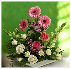 Mein Blumengru zum Freitag (~*sternenstaub*~) Tags: pink flowers gerbera rosen grn weis farbenfroh blumengesteck blumenarrangement