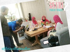 Hari kedua produksi #IstriParuhWaktu2 mengambil lokasi... (miiirawan) Tags: behindthescene shortmovie youtube filmindonesia filmpendek uploaded:by=flickstagram daqumovie instagram:venuename=villagecoffee26kitchen instagram:venue=400856334 instagram:photo=11830996977562157431519522149 filmmakermuslim pppadaarulquran istriparuhwaktu2 filminspirasi filmreligi villagekemang
