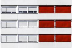 En rouge et blanc.... (Isabelle Gallay) Tags: city windows red urban sun white colors lines architecture rouge soleil fuji couleurs fujifilm blanc ville lignes urbain fentres aquitaine gironde merignac fujix30