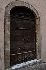 Portone (Maria Iardino) Tags: nikon borgo legno ferro medioevale batacchio nikond5100