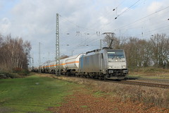 E-loc 186 426-3(Empel-Rees 23-12-2015) (Ronnie Venhorst) Tags: road railroad sport yard train canon deutschland eos rebel br outdoor d eisenbahn rail railway zug cargo container 186 e freeway ms vehicle locomotive loc mm t3 bahn rees trein spoor duitsland deutsche 1100 426 spoorwegen bombardier lok treinen traxx spoorweg elten nederlandse 2015 emmerich ketel empel elok 1435 eloc baureihe f140 lte emmerik goederentrein 1100d materieel keteltrein containertrein br186 empelrees eos1100d spoormaterieel eos1100 boboel