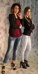 IMG_8660 (formobiles.info) Tags: vintage beige grigio camicia jeans ricci sorriso bianca sedia piedi neri seduta pon nera scarpe ragazza capelli nere quadri maglia calze verdi lisci mora tacco bionda collant vestito pantaloni sandali cuoricini cappellino canottiera minigonna grigia aperti scozzese grigie smagliante strappati trasarenti
