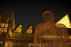 Man of letters (Daniel Nebreda Lucea) Tags: urban man architecture modern night canon lights luces noche arquitectura letters escultura urbano moderno hombre letras