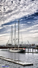Velero (Manu Varela - Fotografa Aeronutica y algo ms) Tags: sea port puerto gris mar madera corua galicia nubes meteo arribada velero escala travesa