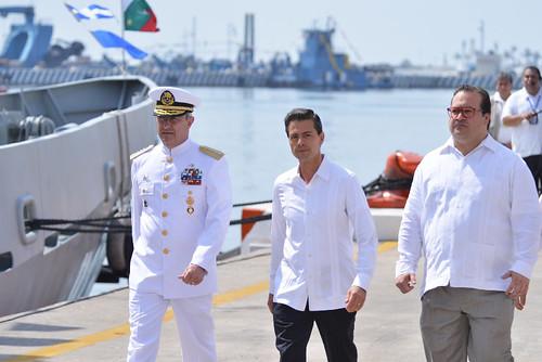 El gobernador Javier Duarte asistió a la a la Residencia Naval de Veracruz y traslado con el Lic. Enrique Peña Nieto