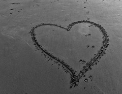 Pitter Patter (CarbonNYC [in SF!]) Tags: bw sand heart footprints oceanbeach prints shape