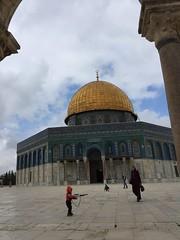 A boy with his gun (Oren Rosenfeld (oreng)) Tags: world travel boy gold israel gun you muslim jerusalem mosque arab holyland worldpressphoto middleast