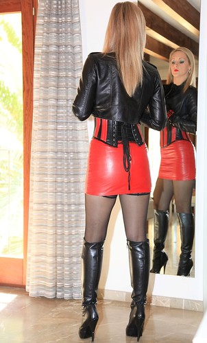 Hot Blondes In Leather