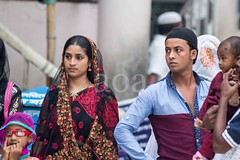 7D9_1022 (bandashing) Tags: family england people woman man manchester sharif shrine courtyard wife sari sylhet bangladesh peoplewatching socialdocumentary mazar dargah aoa shahjalal bandashing akhtarowaisahmed