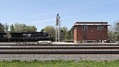 NS 7511 ES40DC at Berea, KY (Laurence's Pictures) Tags: ohio train norfolk engine rail southern transportation locomotive freight csx berea