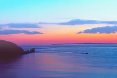 Alum Bay at Sunset (Simon Downham) Tags: sunset sea england sky color colors landscape golden sundown unitedkingdom dusk hour gb picturesque sheen subtle theneedles alumbay