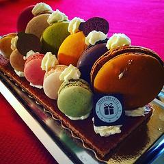 Paye ta bche de Nol... (djulinho) Tags: christmas food france dessert yummy noel miam gourmandise buche macaron uploaded:by=flickstagram instagram:photo=114786864084379426816134992