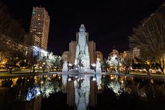 2016-02-11-215543 (Fernando Garcia (Hirgon)) Tags: madrid plaza parque espaa luz noche monumento quijote centro turismo sancho comunidaddemadrid largaexposicion nocturnareflejo