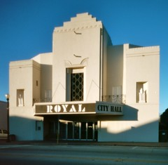 Pinhole Hogansville City Hall (Neal3K) Tags: georgia theater cityhall royal pinhole stark hogansville ektar100 vermeercamera