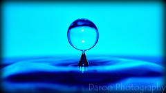 Gota azul - Blue drop (Daroo Photography) Tags: blue light shadow blur color luz water azul creativity photography reflex agua nikon focus flickr natural sombra drop desenfoque reflejo 5200 gota fotografia creatividad bounce quickly foco sharpness rebote nitidez rapidez daroo d5200 daroophotography