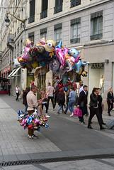le vendeur de ballons (nikleitz2009) Tags: leica france lyon summaron leicam8 summaron35 summaron35f35cm