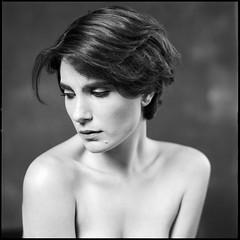 roarie (Stefan Lux) Tags: portrait closeup rollei studio blackwhite hamburg hasselblad squareformat 500cm sonnar filmisnotdead roarie rpx fffotoschule