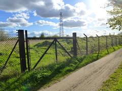 TPT Arpley Meadows- Behind the gate (VOLRANGER398) Tags: warrington gate pylon transpenninetrail ncn62