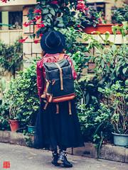 20151218-df-85d-NDF_5056 (Eternal-Ray) Tags: street girl bag nikon df d f14 85mm af nikkor 女孩 台中 compagnon