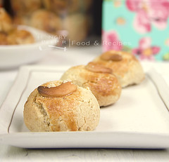 Cashew Nut Cookie (Hungry Peepor) Tags: cookie chinese cny cashew baked