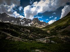 Le Rou d'Arsine (Frdric Fossard) Tags: eau lumire ciel nuage rocher torrent oisans clart ruisseau alpage hautesalpes luminosit coldarsine roudarsine flancdemontage