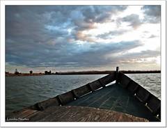 Nubes de atardecer (Lourdes S.C.) Tags: espaa atardecer agua barca cielo nubes laguna nwn laalbufera provinciadevalencia