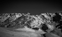 Skieur Solitaire (Frdric Fossard) Tags: ski montagne alpes lumire altitude hiver horizon ombre neige savoie paysage skieur tarentaise stationdeski luminosit les3valles pistedeski