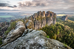 Schrammsteine - Schsische Schweiz (cfaobam) Tags: travel nature berg wow landscape reisen rocks fuji outdoor hiking natur national sachsen fujifilm landschaft sandstein geographic felsen schsischeschweiz elbsandsteingebirge schrammsteine felsformation xt10 malerweg schrammsteinaussicht cfaobam cfaobamhome