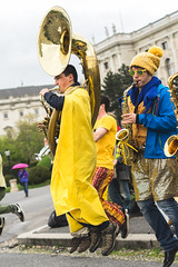 La Band'a Joe (Kit Carruthers) Tags: vienna yellow museum austria outdoor band april streetperformer kunsthistorischesmuseum 2016 sony50mmf18sam labandajoe sonya7ii egu2016