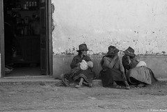 DSCN0504William Ravelli (dabliu) Tags: portrait blackandwhite woman portraits women streetphotography per biancoenero sudamerica