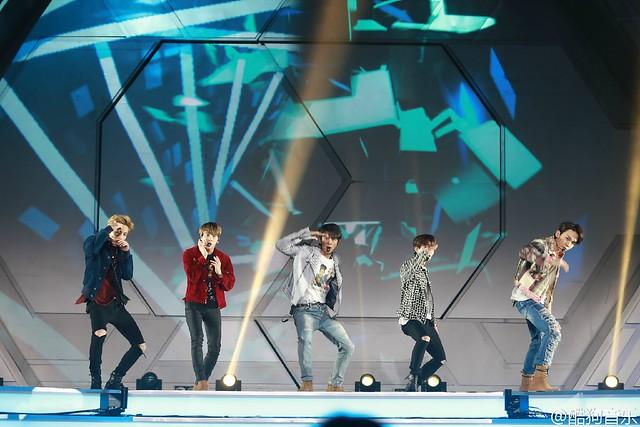 160329 SHINee @ 2016 KU Asia Music Awards' 26167609906_6484a6c629_z
