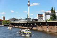 ES 64 F4-155 MRCE-Dispolok (Daniel Powalka) Tags: panorama tree berlin train landscape deutschland photography photo ic nikon flickr foto fotograf fotografie photographer photographie photos hauptstadt natur award eisenbahn rail railway zug loco fernsehturm nikkor spree bahn landschaft railways trainspotting schiffe wetter railroads intercity artland landschaften lokomotive trainspotter pkp jannowitzbrücke lokomotiven d90 elok flus nikon18200 mrce br189 dispolok lokführer flickrcenter nikond90 flickraward berlinwarschauexpress awardflickrbest flickrtravelaward flickrclickx