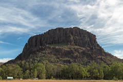 Big Rock at the Warrumbungle National Park in Queensland, Australia (Eye of Phil) Tags: park canon eos au australia national queensland aussie 1022mm ef downunder 1022 sl1 efs1022mm warrumbungle 100d
