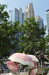 Singapore (claudia.schillinger) Tags: skyline singapore bume figur schirm
