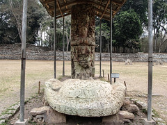 "Copan Ruinas: la Plaza Principal et ses stèles <a style=""margin-left:10px; font-size:0.8em;"" href=""http://www.flickr.com/photos/127723101@N04/26276722400/"" target=""_blank"">@flickr</a>"