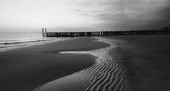 cannot stop the sea (manolo guijarro) Tags: sunset sea bw beach water netherlands fence atardecer mar seaside sand agua playa bn arena vlissingen valla veere flushing