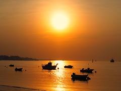 El Dorado (mvidaltejero) Tags: contraluz atardecer andaluca playa cdiz calma siluetas dorado doana sanlcardebarrameda roguadalquivir micro43 zuiko45mmf18 olympuspenep5