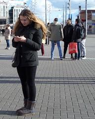 Amsterdam Centraal Station Gsm (GeRiviera) Tags: girls netherlands girl amsterdam candid nederland centraalstation centrum noordholland