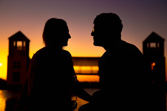 (wolfartf) Tags: park parque light sunset brazil people luz sol paran beautiful silhouette pessoas couple do day saturday sunny curitiba casal silhueta sbado pr tangu