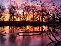 Farbiger Sonnenaufgang an der Spree - Coloured sunrise at the Spree2 (Steppenwolf33) Tags: sky water sunrise river deutschland spree reflexions sonnenaufgang brandenburg reflektionen flussufer erkner steppenwolf33