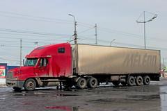 Freightliner Centuri Class (RUS) (zauralec) Tags: auto car class truk rus centuri freightliner     kurgan         shoppingcenterhypercity