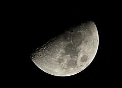 Moon in Santiago (N. Ivn Gil C.) Tags: santiago moon night noche pentax dominicanrepublic luna handheld astronomy astronoma k50 repblicadominicana santiagodeloscaballeros tamronaf70300mm sintrpode pentaxk50