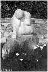 Statue dans une rue du Fontanil N&B (patrice3879) Tags: statue joseph place expo charles mariage rue eglise mairie salle fronton fontanil passquier