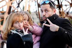 Sin ttulo (Eduardo Valero Suardiaz) Tags: madrid park family parque sol sunglasses familia de happy europa blondes elena gafas feliz eduardo beautifull carlota guapas rubias