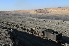 I_B_IMG_6317 (florian_grupp) Tags: china railroad train landscape asia mine desert muslim railway steam xinjiang mikado locomotive coal js steamlocomotive 282 opencastmine sandaoling